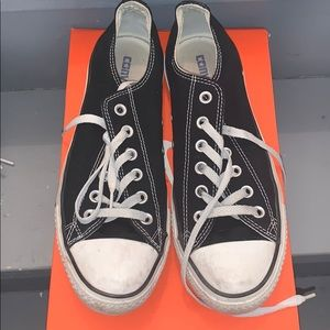 Low top black converse